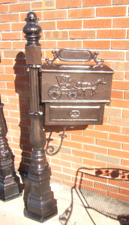 cast aluminum carriage mailbox with barcelona post
